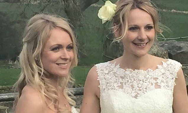 Emmerdale actress Michelle Hardwick marries girlfriend Rosie Nicholl