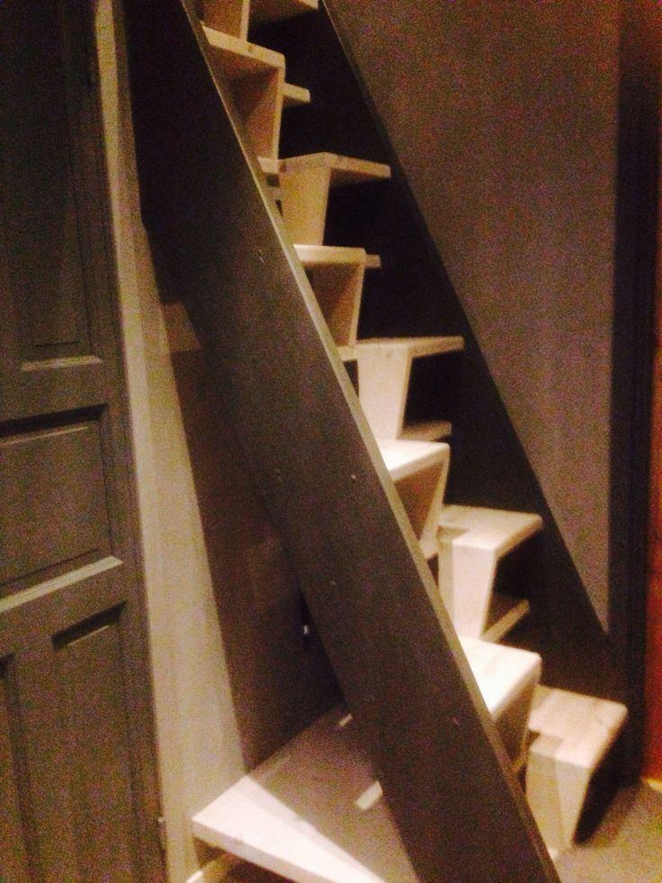 Lofttrappa, attic stair, kalkfärg - Jeanne d'arcLiving, såpat trä