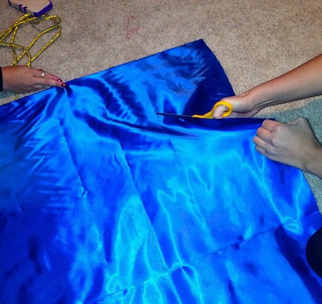 Sorority Stylista - DIY Costume: The Halloween Toga - Sorority Stylista - sororitystylista.com - Where Sorority Meets Style