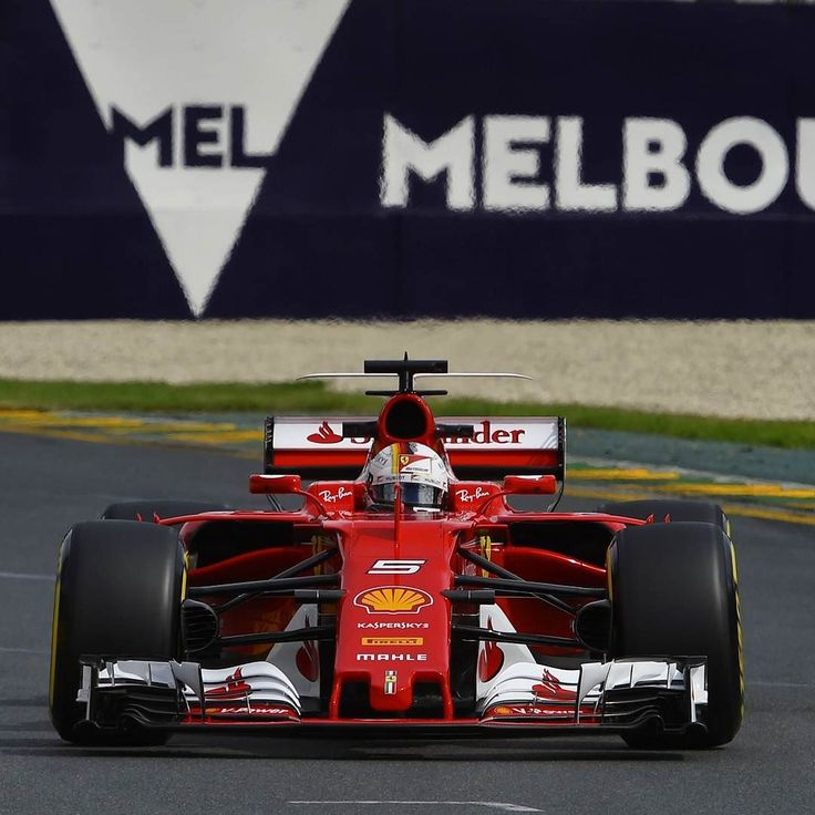 Ferrari SF-70H: Vettel vence primeira corrida de 2017 O alemão venceu o Grande Prêmio da Austrália as poderosas Mercedes depois de uma estratégia perfeita da equipe. Lewis Hamilton ficou em segundo quase 10s e depois é Bottas em terceiro. É a primeira vitória da Ferrari desde o GP de Singapura de 2015 e dez anos desde a última vitória em Melbourne.  Felipe Massa ficou em sexto lugar mostrando que está bem mais competitivo nesta temporada. Ele completou em 123.386s menos de uma volta de…