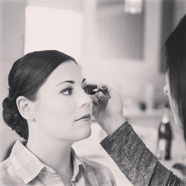 #bts at @meplety wedding��#makeupartist #wedding #makeup #artist #photography #mascara #lashes  #blackandwhite #beauty #bride #rimmel #cosmetics #mua #travel #weddingmakeup #gravenhurst ��@jenklementti http://gelinshop.com/ipost/1523371504741898518/?code=BUkGk_5F9kW