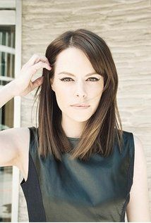 """Emily Hampshire  Born: August 29, 1981 in Montreal, Quebec, Canada  Height: 5' 5"""" (1.65 m)"""