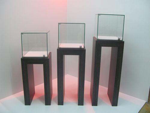 les 11 meilleures images du tableau vitrine comptoir bijouterie sur pinterest comptoir. Black Bedroom Furniture Sets. Home Design Ideas