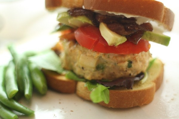 Spinach and Feta Cheese Turkey Burgers: easy 5 ingredient #recipe that ...
