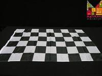 De gekende zwart-wit geblokte vlag van 150 x 90 cm