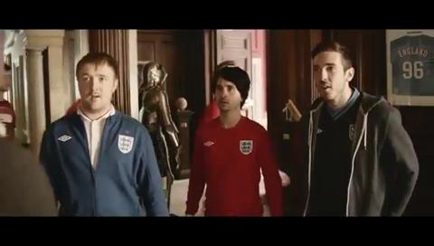 Inglaterra 'responde' al anuncio de Argentina y pone a Maradona a fregar suelos   Medios   elmundo.es