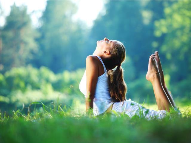 5 πράγματα που κάνουν οι υγιείς γυναίκες κάθε πρωί