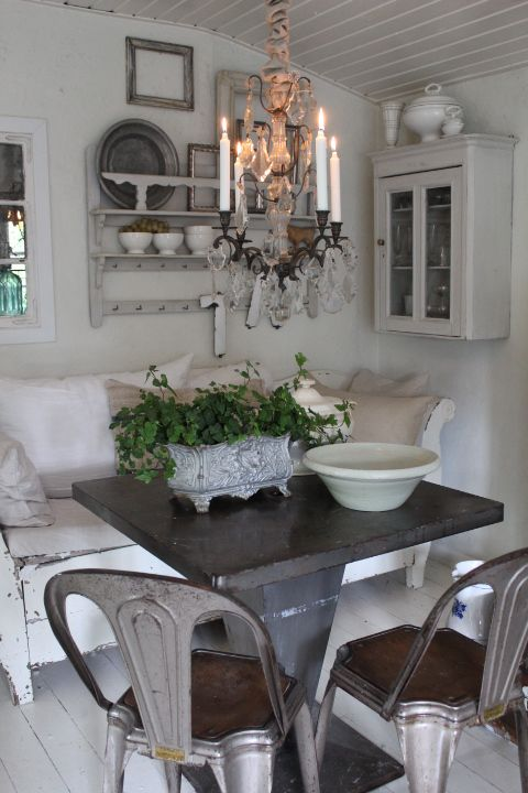 how cosy is this? I want the chairs ... rust and all!