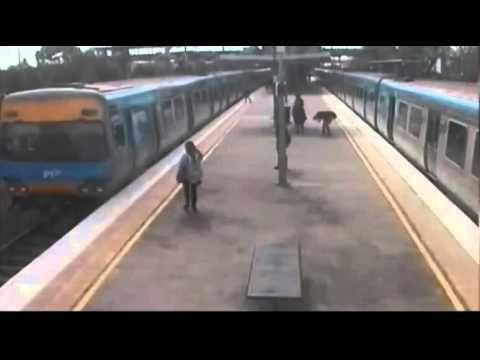 Australia: salta da treno in corsa e amici se la ridono, video - Spettegolando