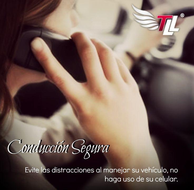 Evita las cualquier tipo de distracción mientras conduces tu vehículo. #SeguridadVial #Carros