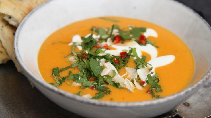 Søtpotet- og gulrotsuppe med kokosmelk: Vegetarisk, smakfull suppe som metter.