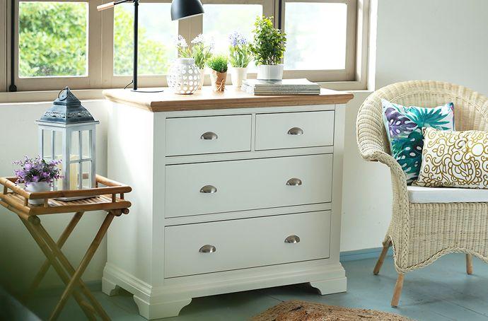 #Muebles claros y de materiales naturales como la #madera darán a tu #dormitorio un look relajado y #natural :) #Homy #Deco #Cómoda