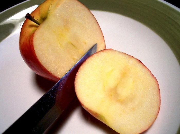 How To Get The Smell Of Cigarettes Out Of Your Car Sliced Apples Life Hacks Pinterest