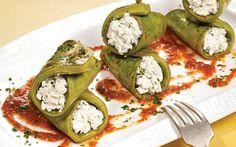 Nopales asados y rellenos de requesón con salsa roja. Sabemos que te gusta lo práctico y delicioso, por ello visita www.cocinavital.mx