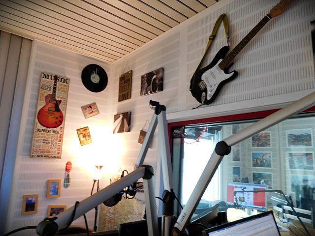 Radiostudio Regenbogen 2. Love those guitars on the wall