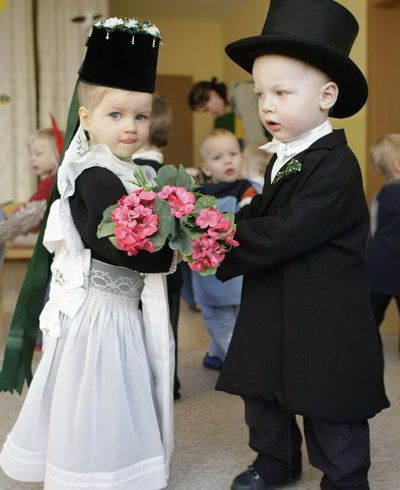 "Wearing traditional dresses for a symbolic wedding two-years-old Darien, right, as groom and Leonie, left, as bride dance together as they celebrate the story of ""Bird's Marriage"" in Panschwitz, eastern Germany, Friday, Jan. 25, 2008 The children of the Sorbs, a national German minority located near the German-Polish border, thank birds, that, according to a legend, give the children sweets in return for being fed during winter.  #katholisch"