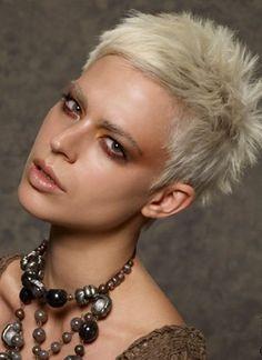 Igelschnitte …, speziell für Frauen, die einen kurzen fransigen Haarschnitt lieben … - Neue Frisur                                                                                                                                                                                 Mehr