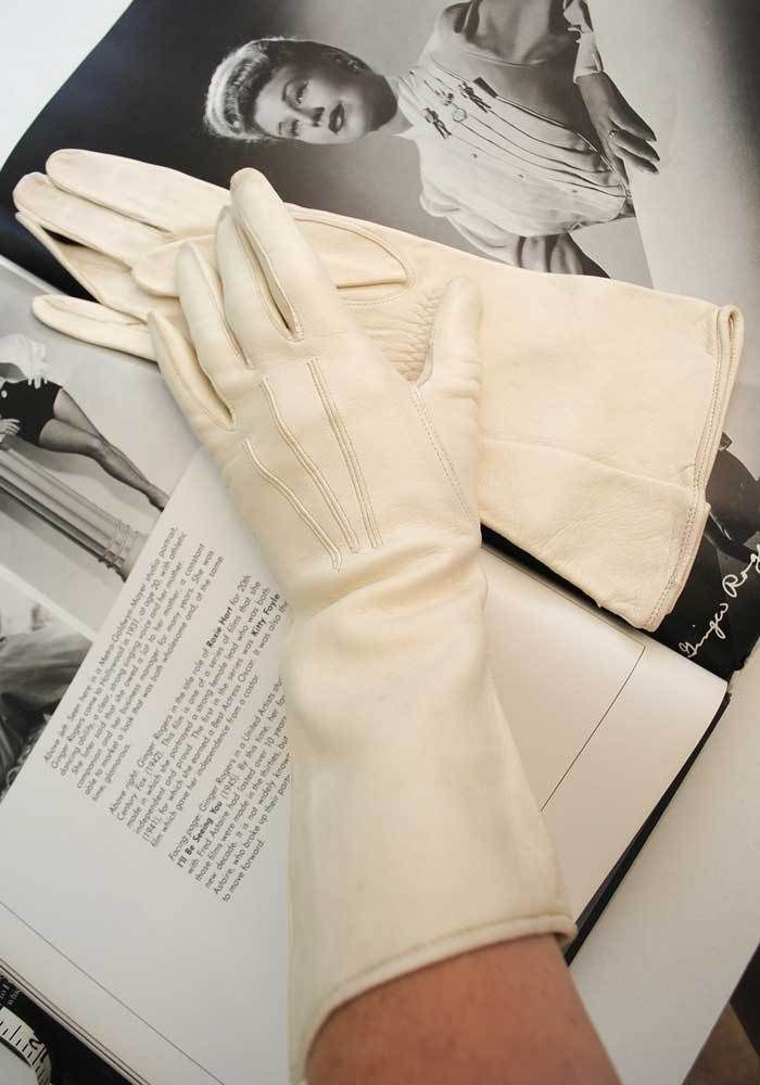 beee00900 1930s Vintage Cream Kid Leather Gauntlet Gloves Like New • 3