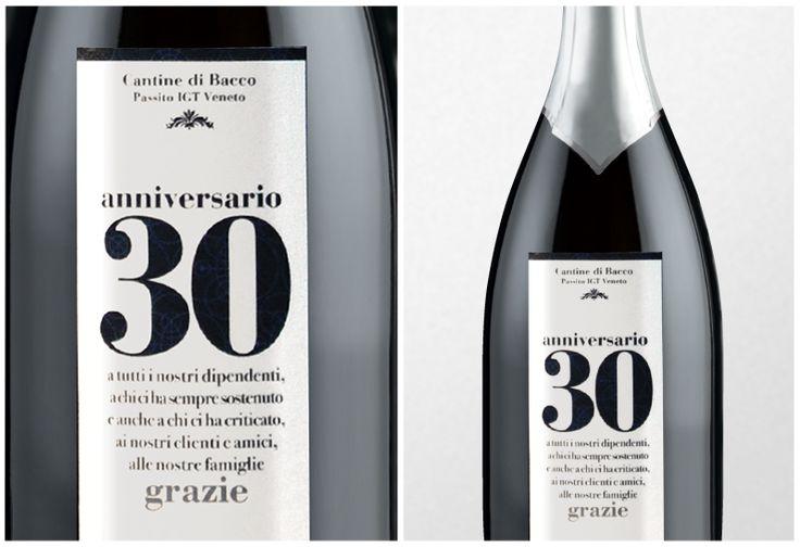Un'idea #regalo elegante ed originale. Una bottiglia personalizzata è il modo perfetto per momento importante. www.combicom.it