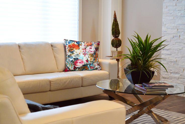 When home decor stands out against furniture, it shows the personal touch and style. Une touche personnelle et stylisée donnera un nouveau look à votre décor actuel.