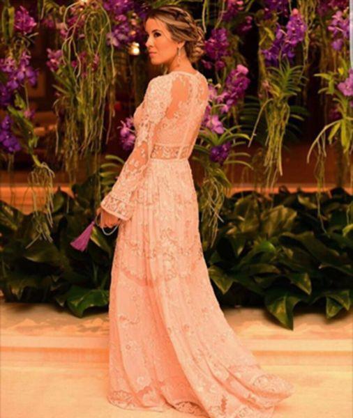 Detalhe do vestido de Raquel Mattar, irmã da noiva, assinado por Zuhair Murad