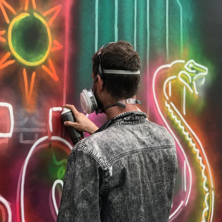 Perth artist STRAKER (@muralist) making his neon pop at @GovBallNYC ready for this weekend's festival on Randall's Island.  #workinprogress #straker #neonart #governersball