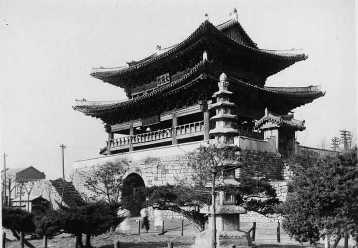 A view of the Eastern Gate of Pyongyang's original walled city, also known as the Taedong Gate due to its location on the banks of the Taedong river. The present gate -- built in 1635 after its predecessor was burned down during 16th-century Japanese invasions -- is one of the oldest structures in the capital city.