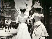 Mujeres paseando por la calle de Plateros (hoy Madero). México, D.F. 1910