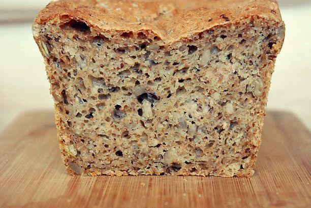 Szybki, razowy chleb z ziarnami