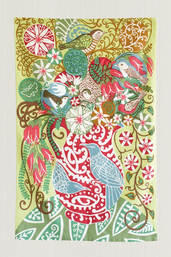 Pauanesia sells a wonderful array of New Zealand tea towels, tablecloths, pounamu, kiwi toys, jewellery and ceramics. All available to buy here online.