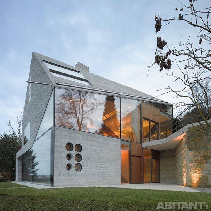 House H36 в предместье Штутгарта. Деконструктивистская раковина из дышащего бетона.