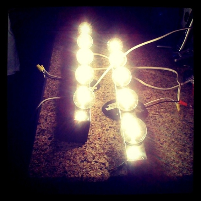 Vanity Lights With Plug In : 14 best images about Dress up stAtion on Pinterest Plugs, Dress up and Diy makeup vanity
