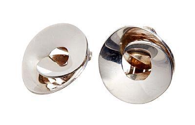 ØREKLIPS  J. Tostrup. Sølv. Tvunnet form. 1960 -tallet.  DIAMETER 2,3 mm