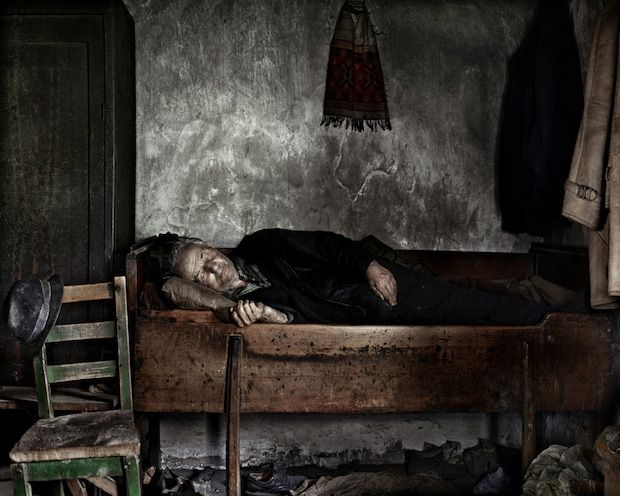 The Transformation of Post-Communist Romania Documented in Haunting Photos…