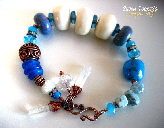 Larimar-Knochen-Perlen Armband afrikanischen Recyclingglas türkis blau irisierende Kristalle Kupfer Manschette Amulett NYMPHE von Spinning-Burg