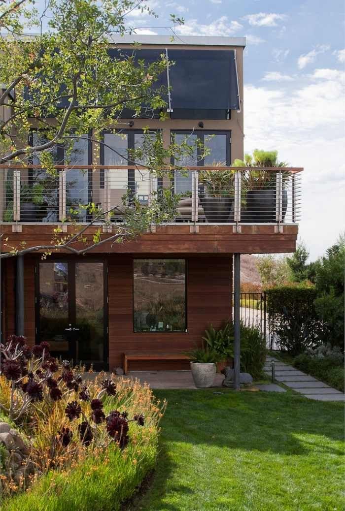 garde-corps-exterieur-balcon-bois-métal-grandes-jardinières