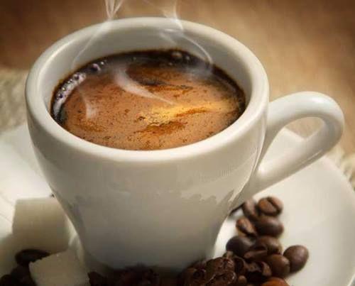 Café San Serapio: ¿Cuál es la taza perfecta para tomar un café Espresso?  Es una taza de porcelana blanca, libre de cualquier decoración interior, de forma elíptica, con una capacidad de 50 a 100 mililitros. Esta es la única taza en la cual es posible apreciar el aspecto de una excelente espuma, olor y el sabor cálido y suave del café espresso.