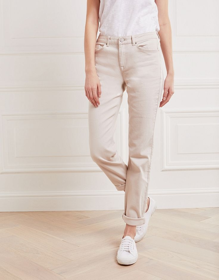 We think of our Brompton cut as a feminine take on boyfriend jeans; with a soft mid-rise they are comfortably relaxed without being too oversized. We've made sure the authentic denim is still soft to the touch with the just right amount of stretch. We love these worn casually with trainers. Classic five-pocket styling Full-length leg (turn up to suit your style) 98% cotton, 2% elastane