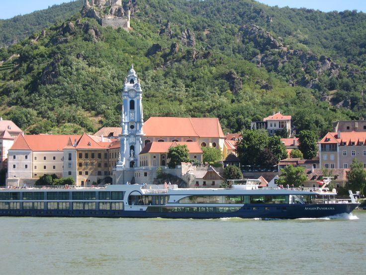 Na Dürnstein com um barco. No castelo aqui Ricardo Coração de Leão foi capturado.