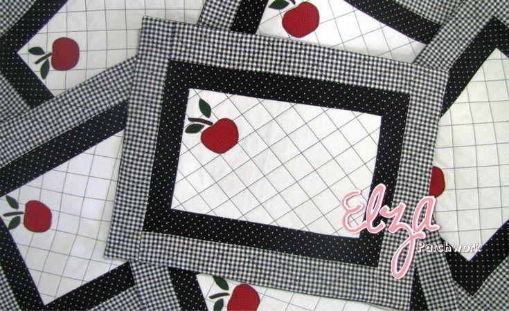 individuales simples y elegantes en blanco y negro con una manzana.