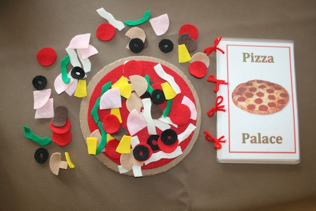 "Felt pizza with ""menu"""