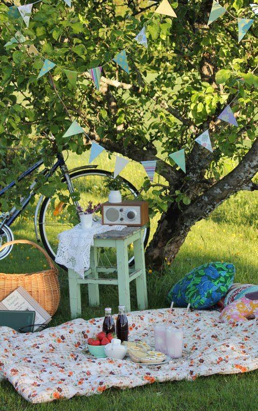 for entertaining?: Http Picnicmarco Blogspot Com, Bicycles, Summer Food, Perfect Picnics, Summer Picnics, Parties, Vintage Picnics, Baskets, Pillows