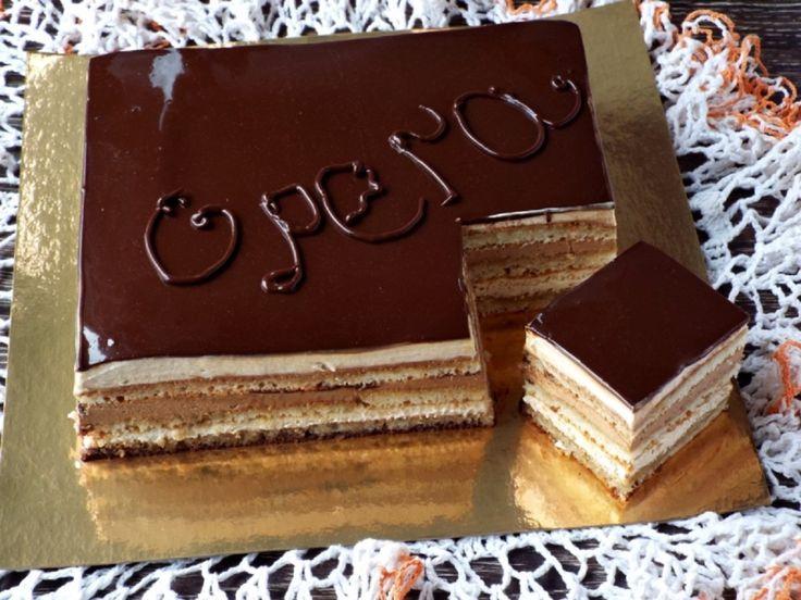 """Tortul """"Opera"""" este un desert rafinat din gastronomia franțuzească.Gustul lui intens de ciocolată și cafea este fenomenal! Într-adevăr, prepararea acestui deliciu necesită mult timp și minuțiozitate. Însă rezultatul final merită tot efortul depus! Pur și simplu se topește în gură! INGREDIENTE: Pentru pandișpanul Joconde: -100 g de făină de migdale; -45 g de făină de grâu; -125 g de zahăr pudră; -3 ouă (153 g); -3 albușuri de ouă (90 g); -25 g de unt. Pentru siropul de cafea: -50 ml de cafea…"""