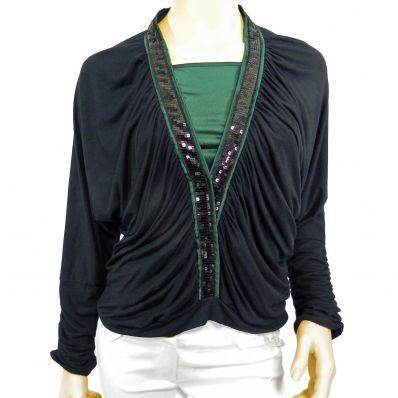 50,00 € ----- T-shirt femme noir et son top vert impérial. Tee-shirt femme noir manches longues, décolleté V très profond, souligné par un galon vert impérial, illuminé de strass noirs. Débardeur spaghetti (fines bretelles) vert impérial. On aime sa couleur profonde et chaude. Il est coupé dans le biais et est très agréable à porter.
