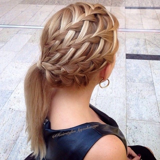 I just adore this! @hairstyles_byzolotaya is so amazingly talented