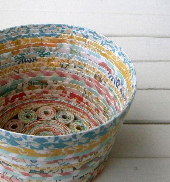 Espiral de papel cesta / cuenco hecho a mano Alegre por BlueTangDesigns
