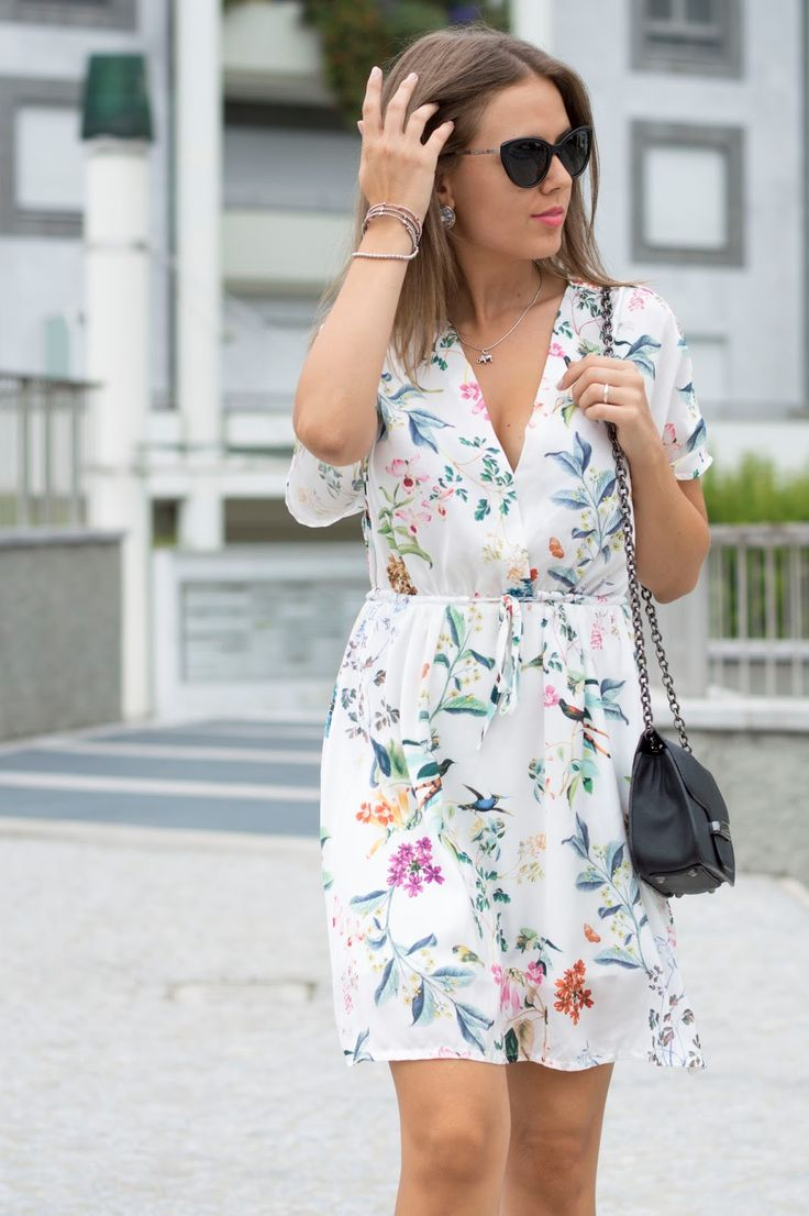 SETTEMBRE CON STAMPE FLOREALI www.ellysa.it #ootd #floral #prints #dress #white…