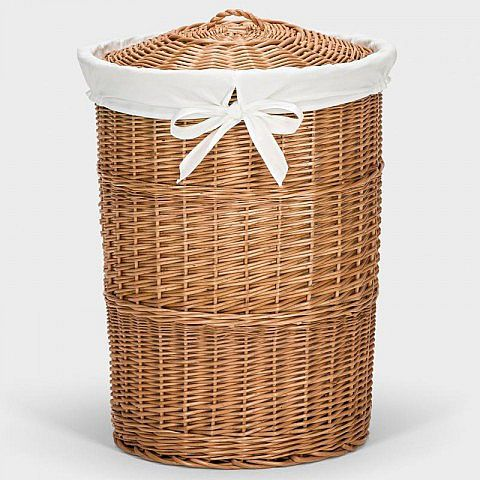 Die eigentlich einzige für einen Ästheten taugliche Form, gebrauchte Wäsche ordentlich zwischenzulagern: ein traditioneller Weidenkorb mit Deckel. Kein Plastik, keine Öffnungen, keine Unordnung, die das Auge beleidigen. Sondern ein in alter Handwerkskunst in Deutschland geflochtener Korb, geräumig und wie seit eh und je hübsch aussehend. Der hygienische Einsatz aus 100 % Baumwolle ist praktisch, herausnehmbar und bei 30 Grad zu waschen. Die europäische Weide ist nur geschält und gekocht, um…