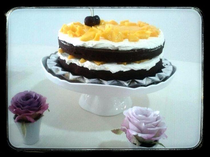 Pastel de chocolate, nata y mango. #giuliettacafe #sweet