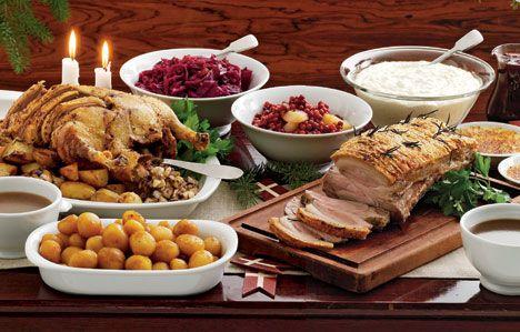 Julemaden handler i høj grad om traditioner, og man skal være varsom med de store fornyelser. Men har du mod på at servere julemiddag med et twist, bringer vi her nogle opskrifter til inspiration.